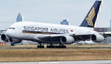 Singapore_Airlines_Airbus_A380-800_(9V-SKQ)_at_Frankfurt_Airport_(2)