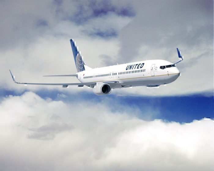 United Airlines B737 in flight