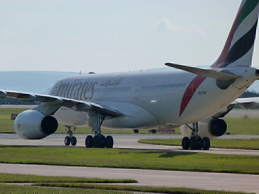 emirates-a330-200