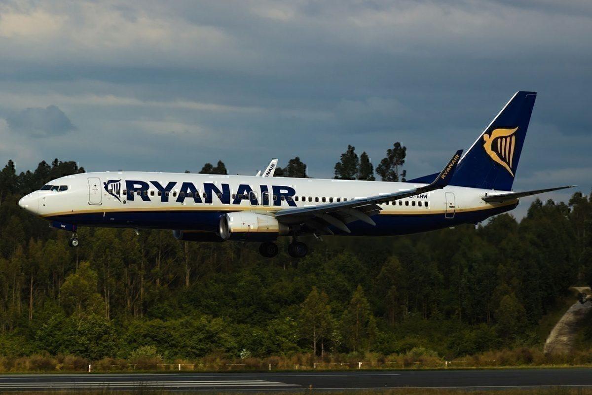 EI-ENW_737_Ryanair landing