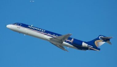 A Midwest Express Airlines Boeing 717