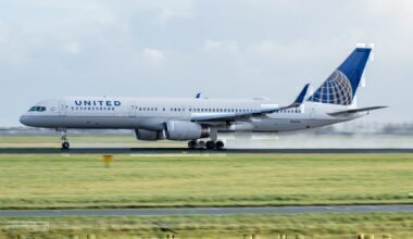 A United Airlines Boeing 757-200 landing at Amsterdam Schipol Airport