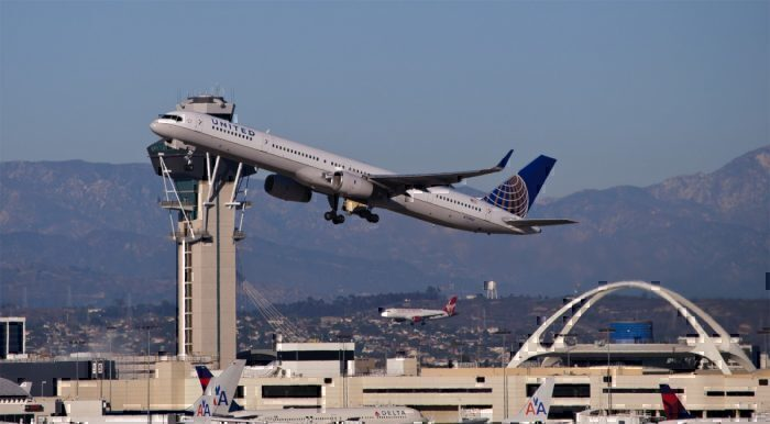 A United Airlines 757-300 departs for Hawaii