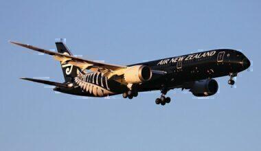Air_New_Zealand_Boeing_787-9_Dreamliner_landing_at_Perth_Airport-2