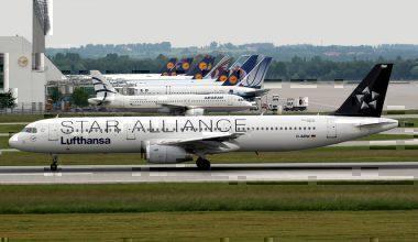 A Lufthansa A321-131 on the runway