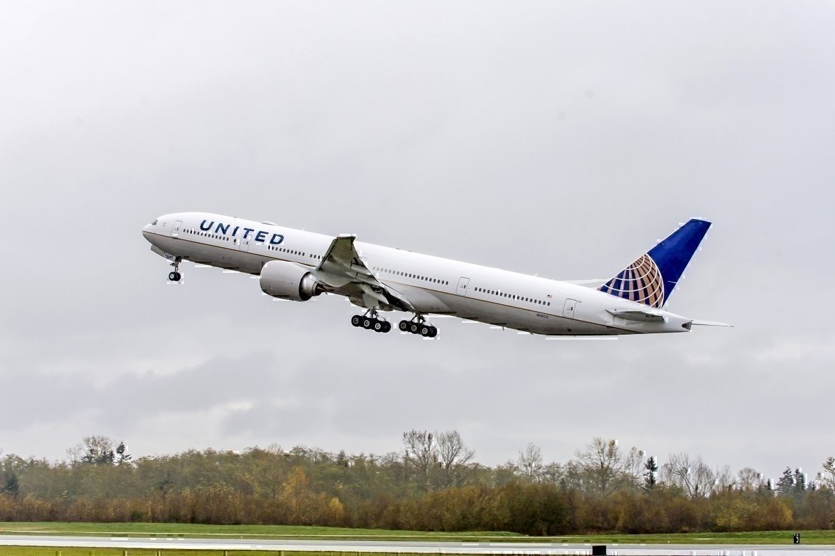 Boeing 777-300ER taking off_united