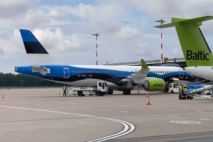 Lithuanian Flag, airBaltic, A220