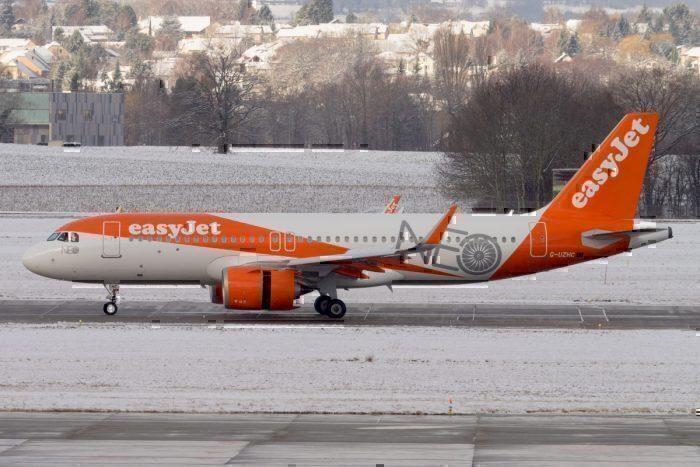 An easyJet Airbus A320