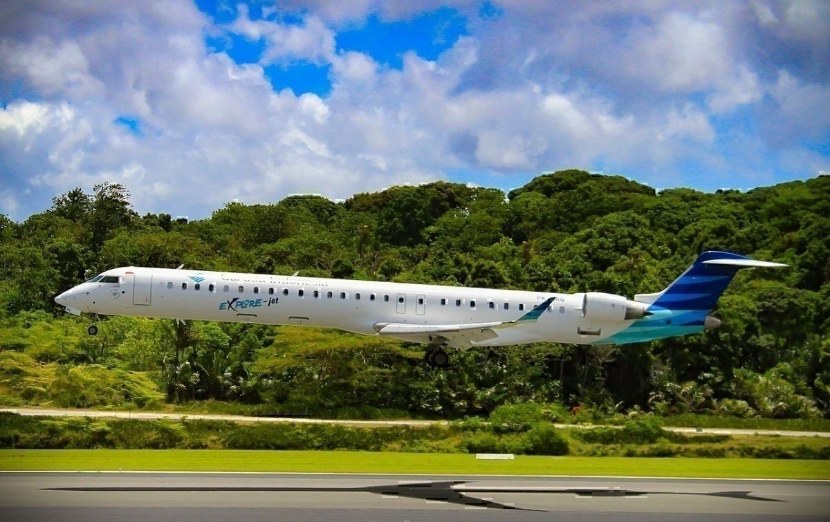 Garuda CRJ1000