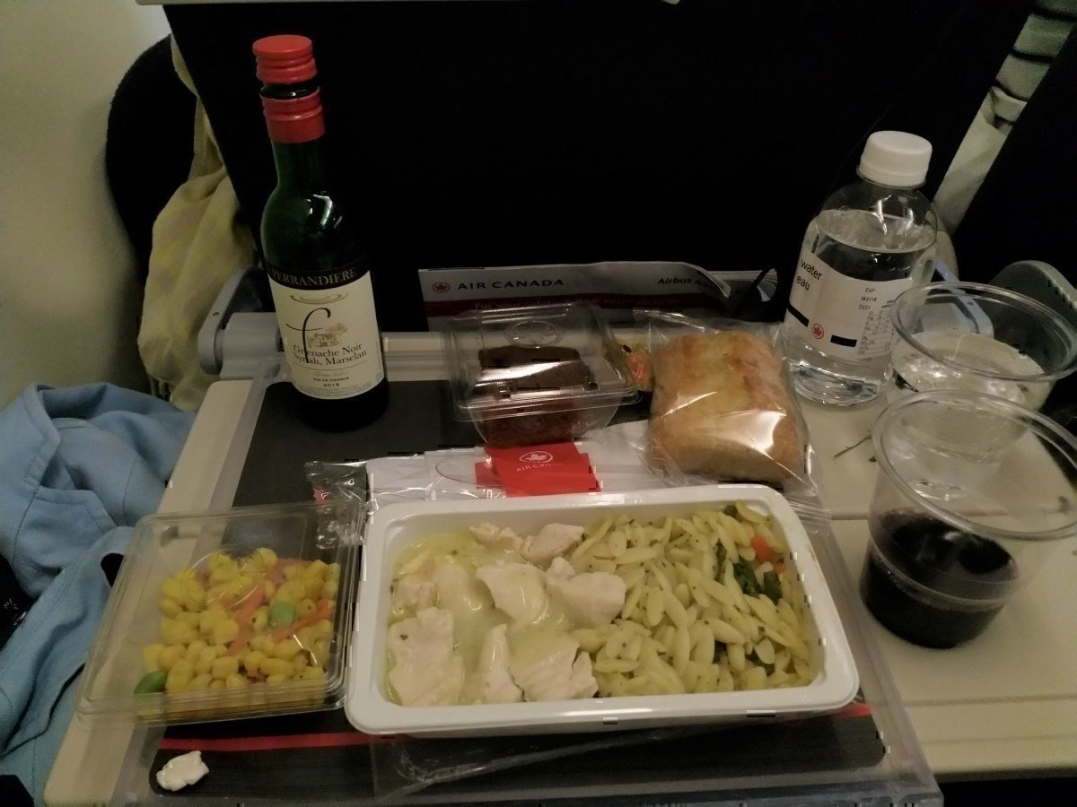 AC meal tray with drinks