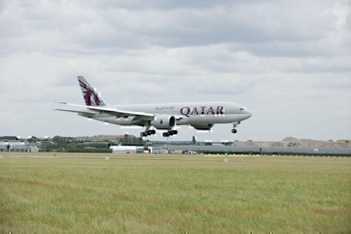 Qatar Airways, Boeing 777, Engine Hole