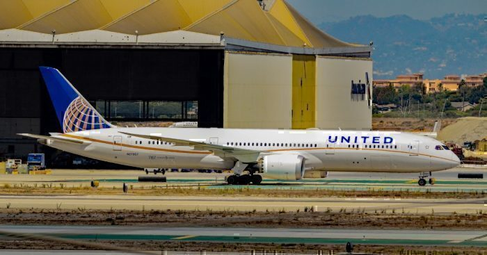 A United Airlines Boeing 787-9 Dreamliner at Los Angeles International Airport