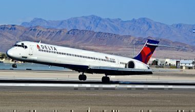 A Delta Airlines MD-90 in Las Vegas