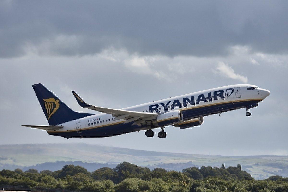 Ryanair aircraft 994944