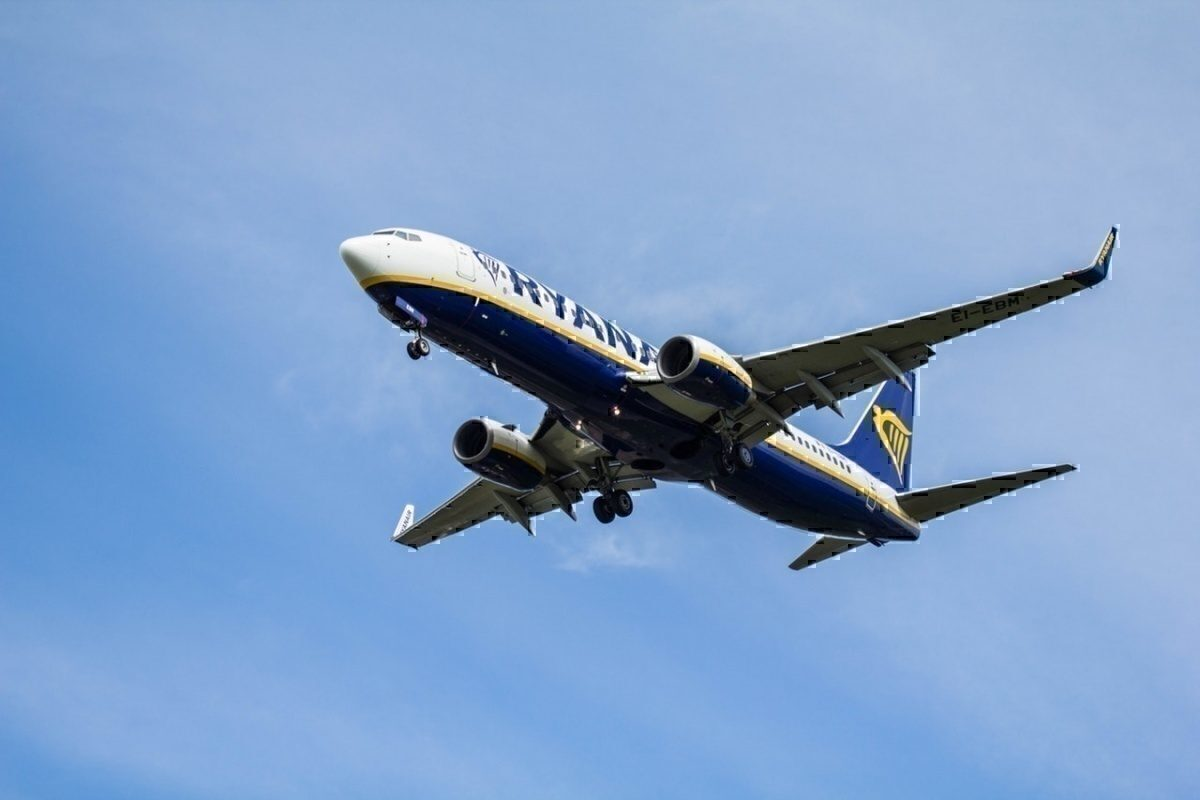 Ryanair coming into land