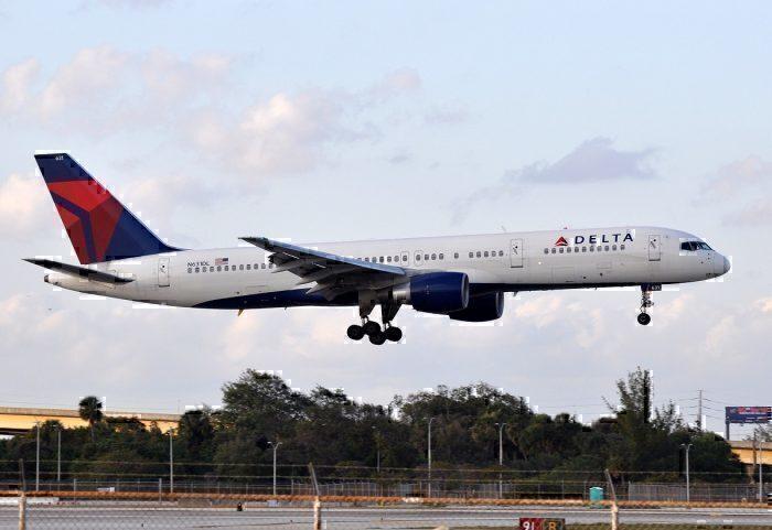 Delta B757-200 landing