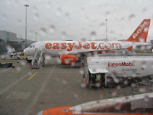 easyJet-luton-airport-rain