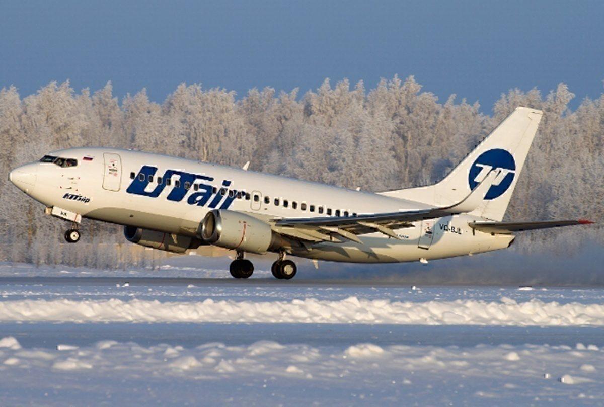 UTair 737 VQ_BJL in the snow