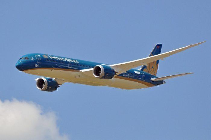 Vietnam Airlines 787 in flight