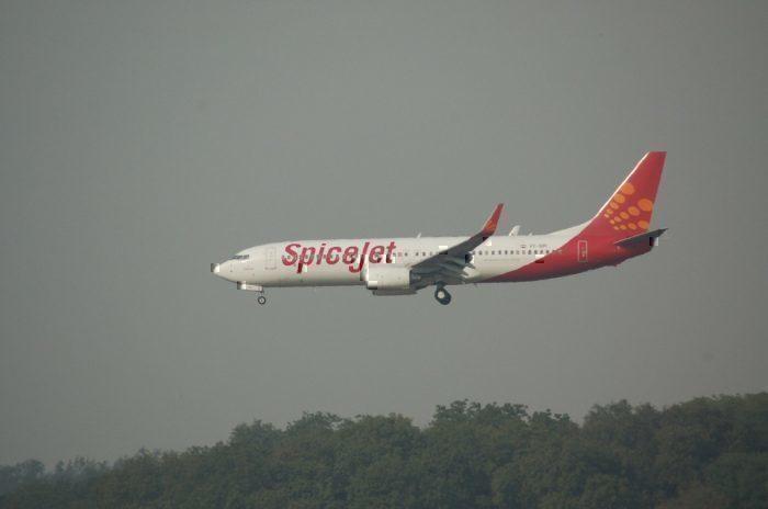 A SpiceJet Jet