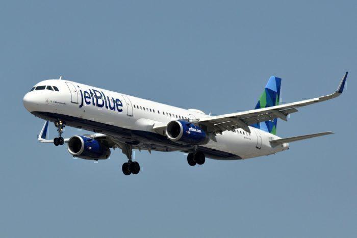 A JetBlue Airbus A321