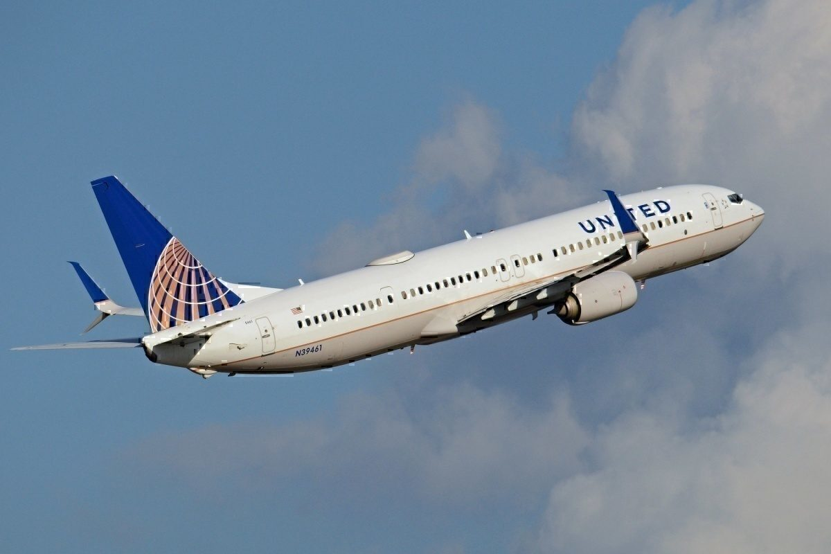 United Airlines Boeing 737 Makes Emergency Overweight Landing