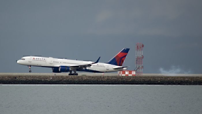 A Delta Air Lines Boeing 757