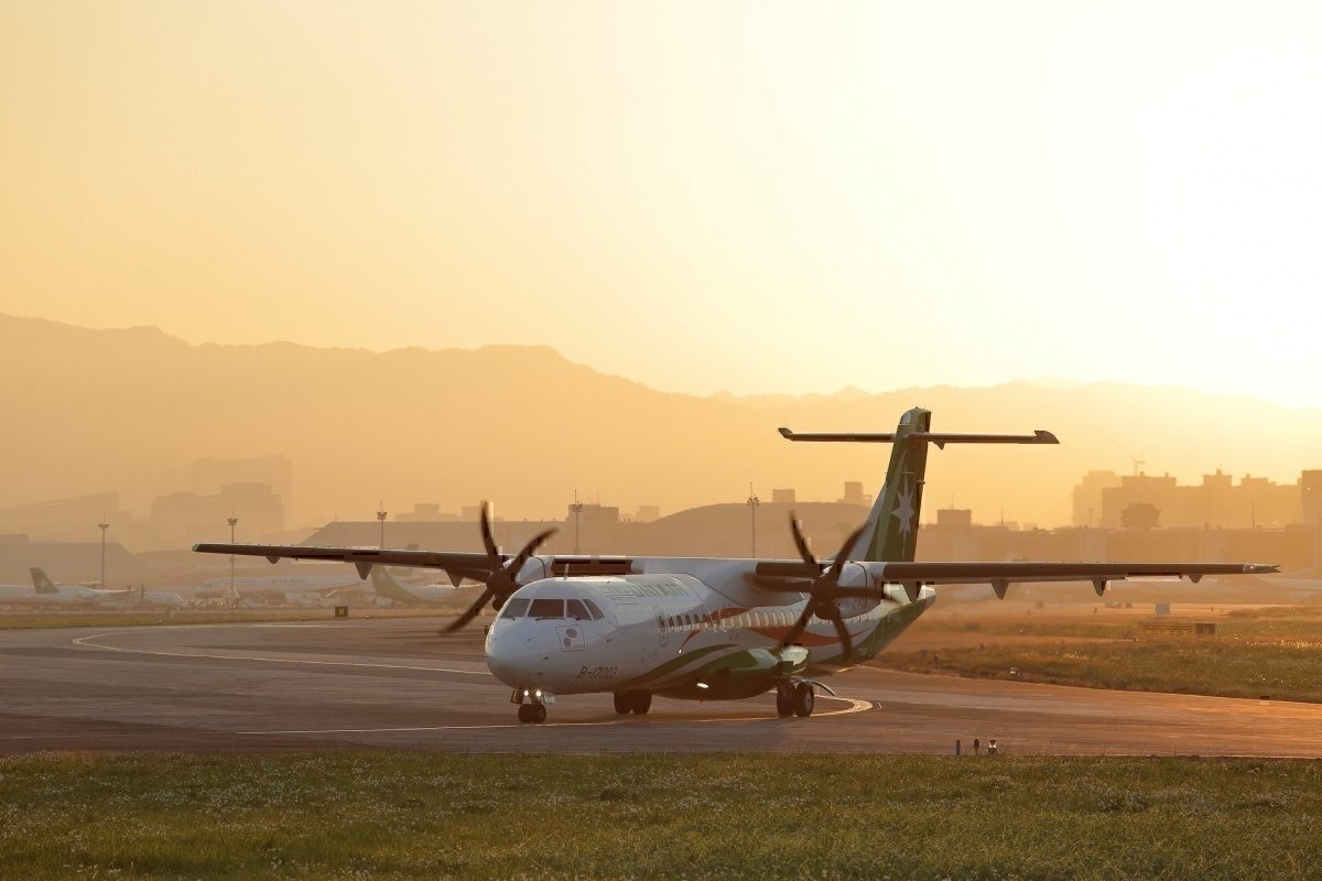 ATR 72 Vs Dash 8 – Which Turboprop Aircraft Is Better?