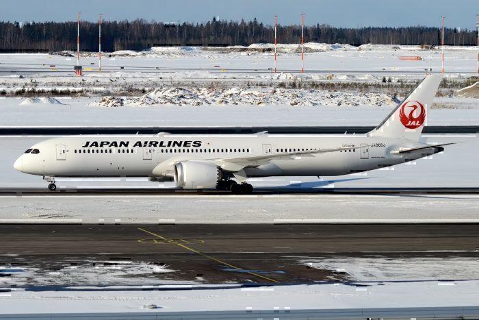 A JAL Boeing 787-9 Dreamliner