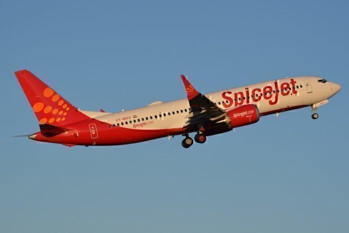 A SpiceJet Boeing 737