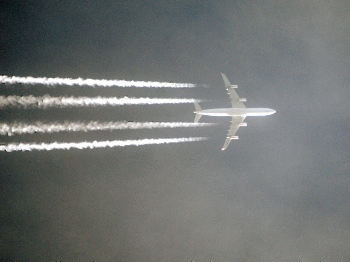 Contrails over london