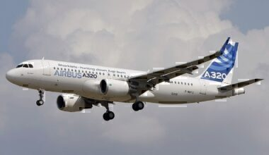 Airbus_A320-214,_Airbus_Industrie_JP7617615