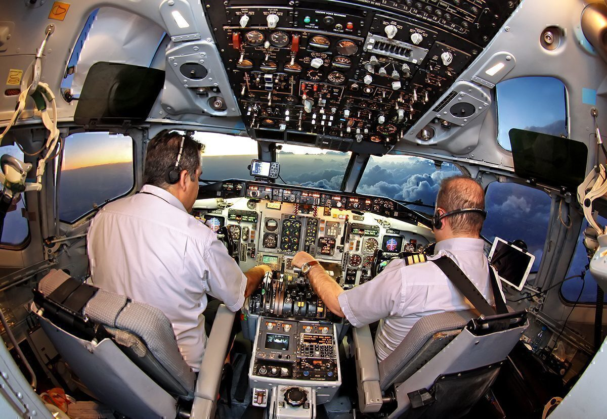 Pilots in MD-83