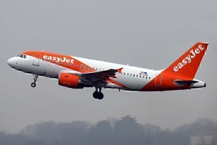 easyJet Airbus A319-111