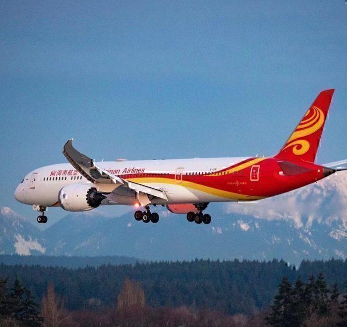 Hainan Airlines 787 landing