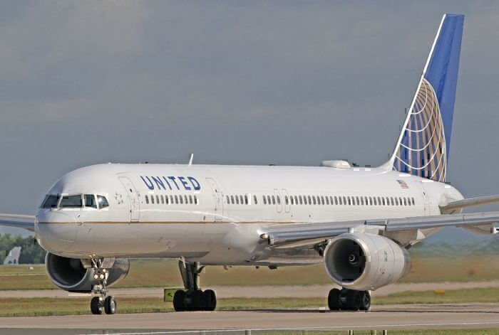 A United Airlines Boeing 757