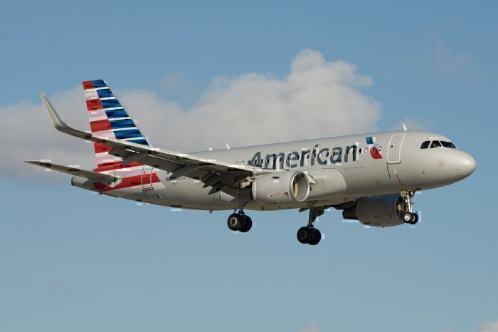 American Airlines A319 landing