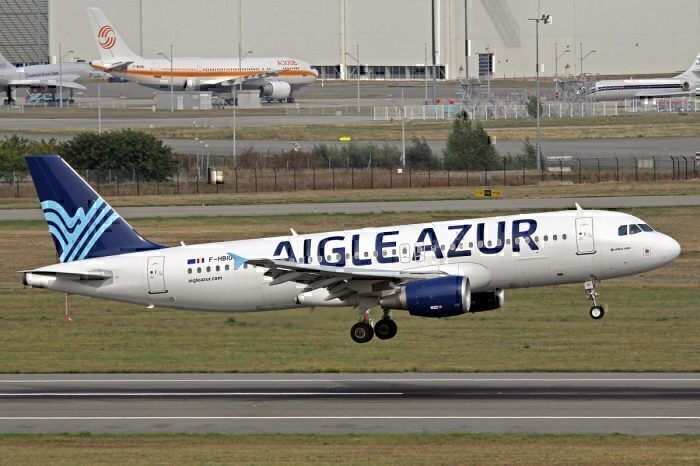 Aigle Azur jet take-off