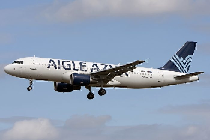 Aigle Azur jet landing