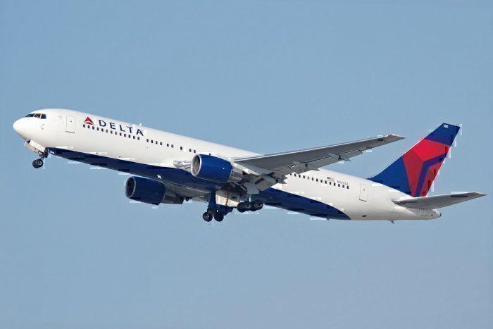 Delta B767 take-off