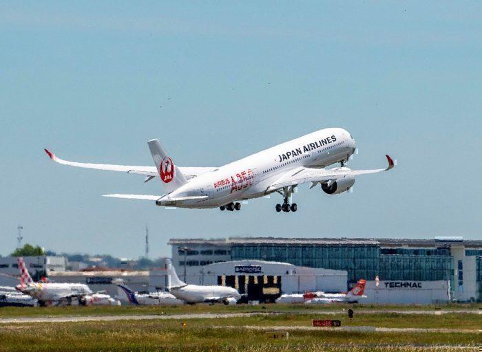JAL jet take-off