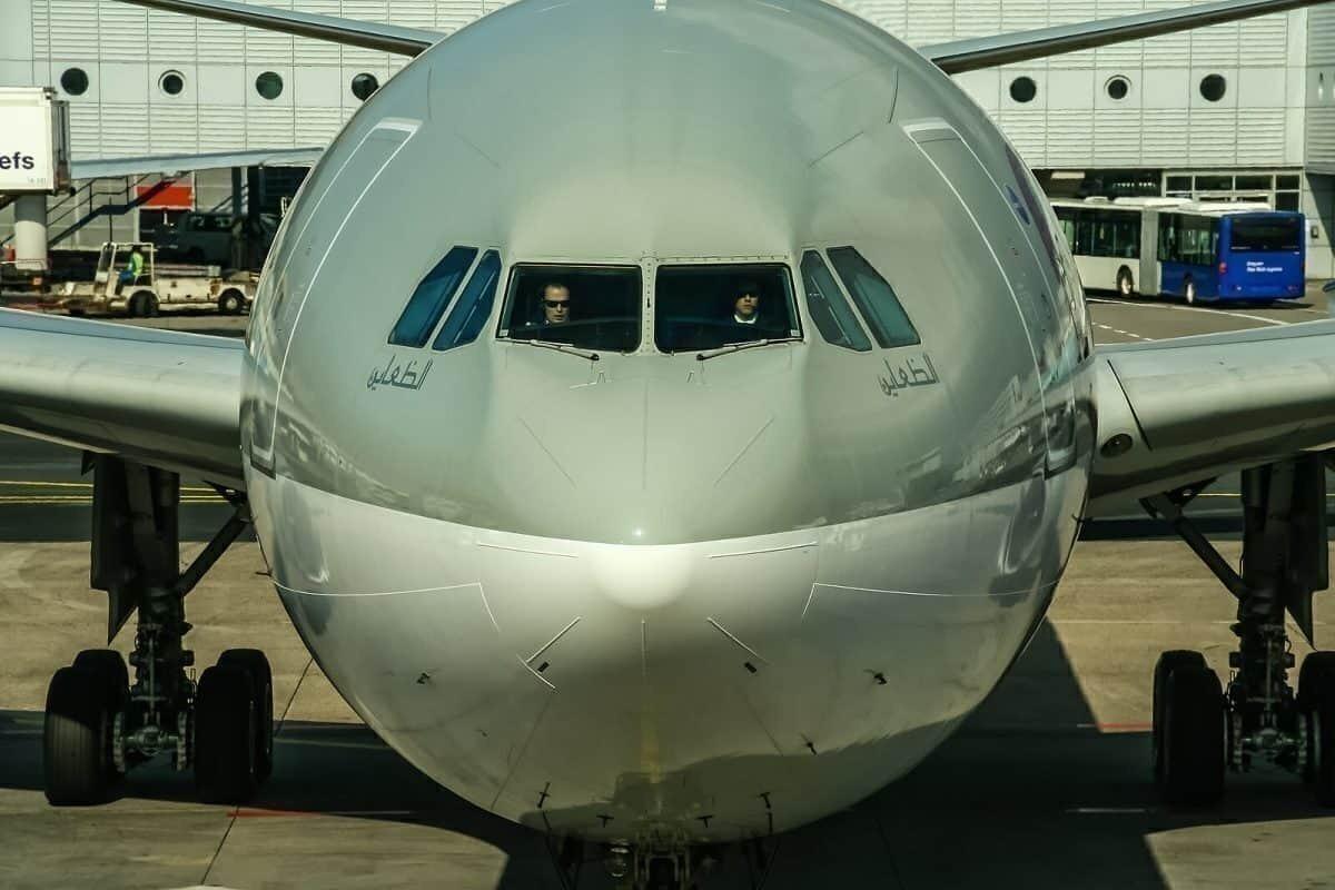 How Do Pilots Prepare For A Flight?