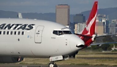 Qantas pickle fork cracks