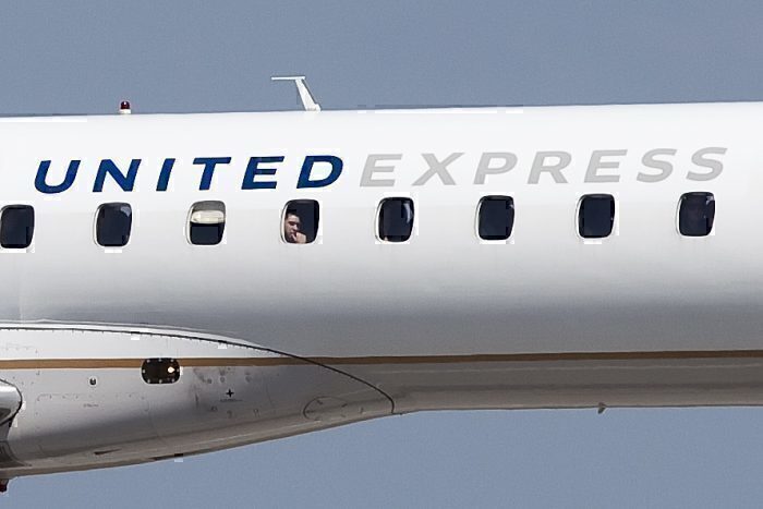 United Airlines E145