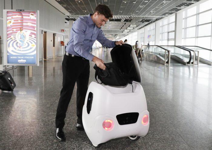 Aeroporto de Frankfurt apresenta robôs autônomos de assistência a passageiros