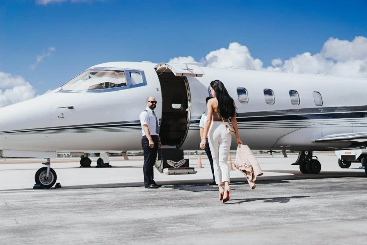 First Class Vs Private Jet Travel - Which Is Better? - Simple Flying
