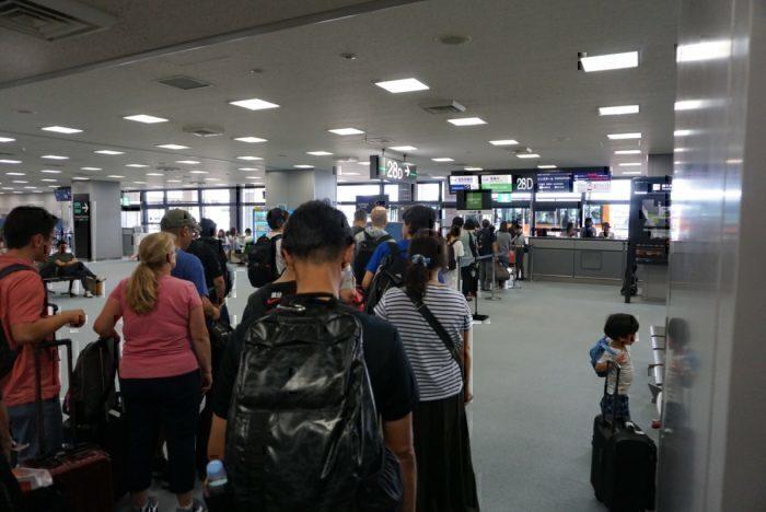 long line, boarding wait