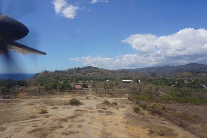 Labuan Bajo, Landing