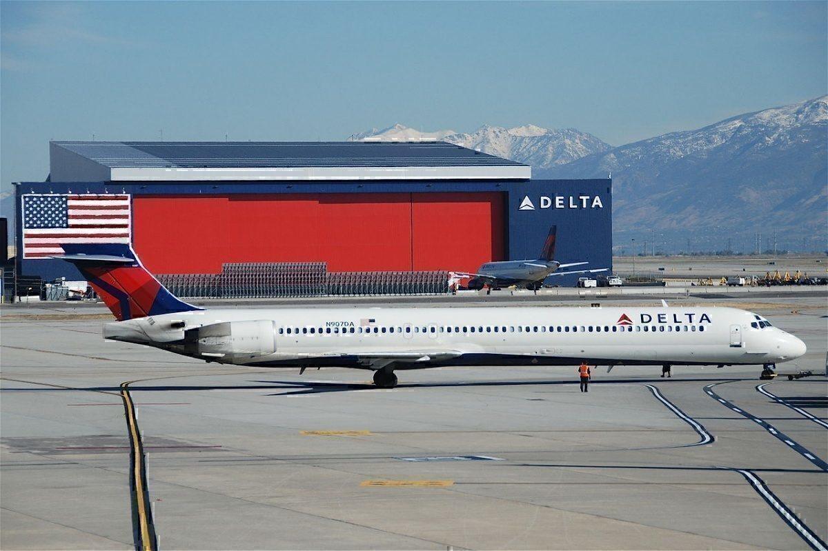 Delta MD-90 aircraft