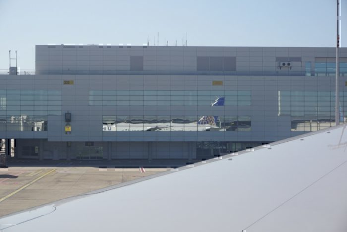 taxiing, plane reflection